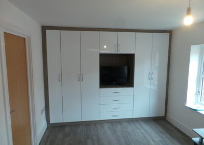 Bespoke-TV-unit-with-White-Gloss-doors-and-Driftwood-Frame-with-lots-of-storage-space-and-yet-contemporary-705x529