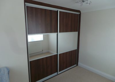 Dark-Walnut-sliding-door-wardrobe-with-mirroed-panels-made-to-fit-in-a-recess-1030x773